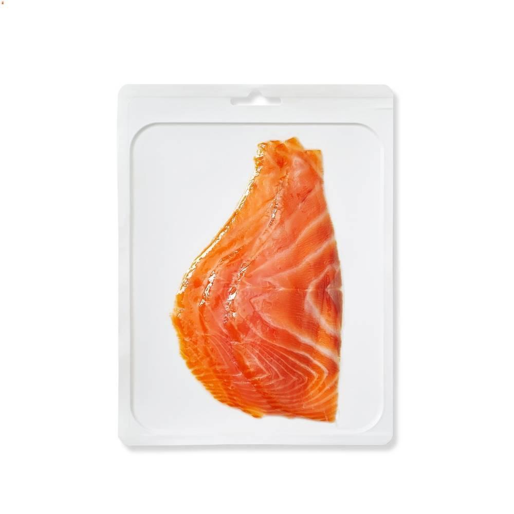 Кусочки филе лосося холодного копчения в вакуме